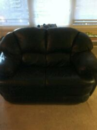 black leather love seat. Good condition. CASH ONLY Bronx