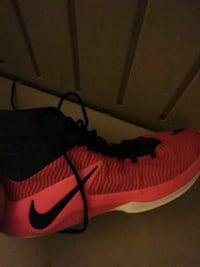 unpaired red and black Nike basketball shoe Temple Hills, 20748