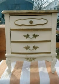 white wooden 2-drawer nightstand Mechanicsville, 20659