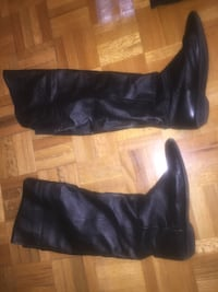 pair of black leather knee-high boots Vaughan, L6A 1H3