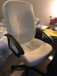 White chair - good condition Gaithersburg, 20878
