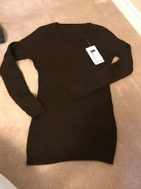 Women's black long-sleeved dress 列治文山