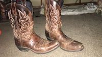 pair of brown square-toe cowboy boots Madrid, 50156