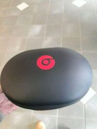Dre beats with case Mississauga, L5A 1W5