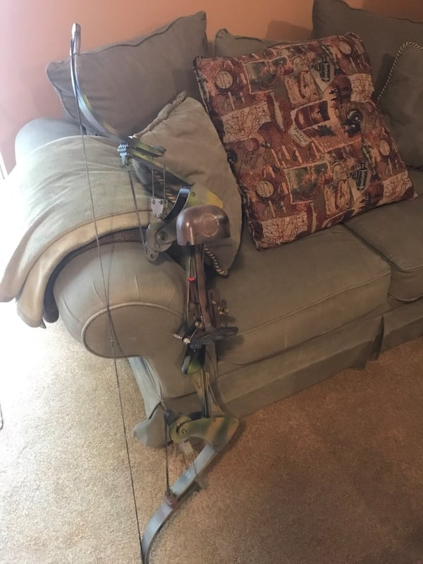 Vintage Oneida Screaming Eagle Compound Bow 1