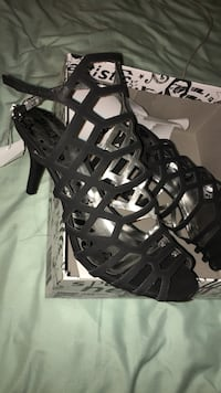 size 6 pair of black leather heels Mamakating, 12790