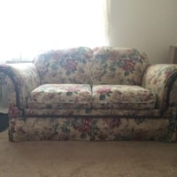 White/beige floral loveseat Parma Heights, 44130