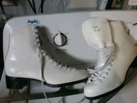 pair of white leather skates Pointe-Claire, H9R 3H8