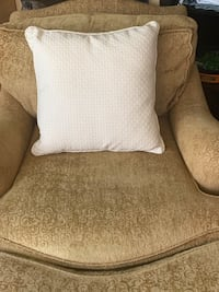 Super comfy easy chair with crescent shaped ottoman Los Angeles, 90020