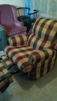 Very nice Recliner Great condition OBO London, N6H 2G7