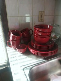 red  dinnerware set New Bedford, 02744