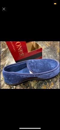 Isotoner Men's Slippers  Las Vegas, 89148