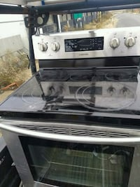 Stainless electric stove like new  Lincolnia, 22312