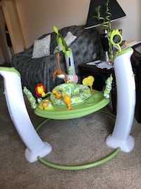 Baby's white and green jumperoo (work fine) Edmonton, T5K 0S5