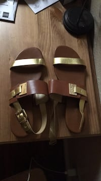 Pair of black leather sandals Los Angeles, 91311