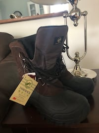 pair of black leather boots 711 mi