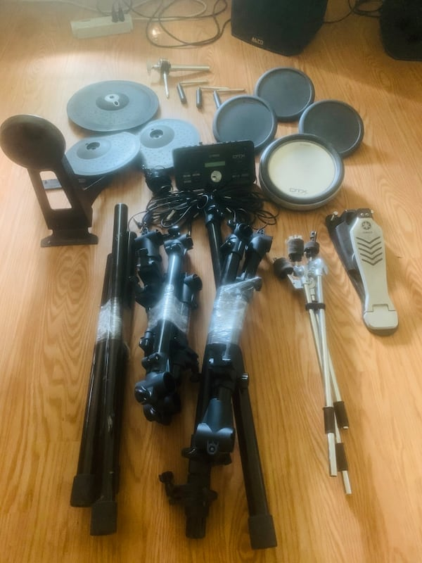 Yamaha Dtx 502 electric drumset great condition 630a41db-84f3-4ff1-bfde-5bde3856ec70