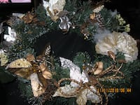 """18"""" Wreath with Gold and Cream"""