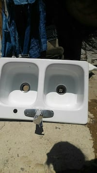 white ceramic twin sink with faucet Bakersfield, 93305