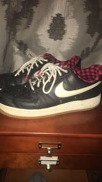 Pair of black nike low-top sneakers Edmonton, T5T 1G2