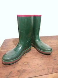 pair of green rain boots Bethesda, 20814