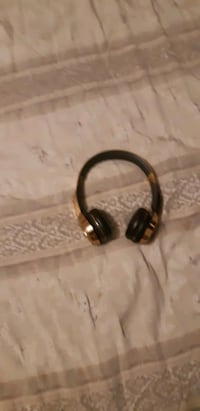 Selling wireless rose gold monster elements headphones want it sold as Brampton, L6V 3R9