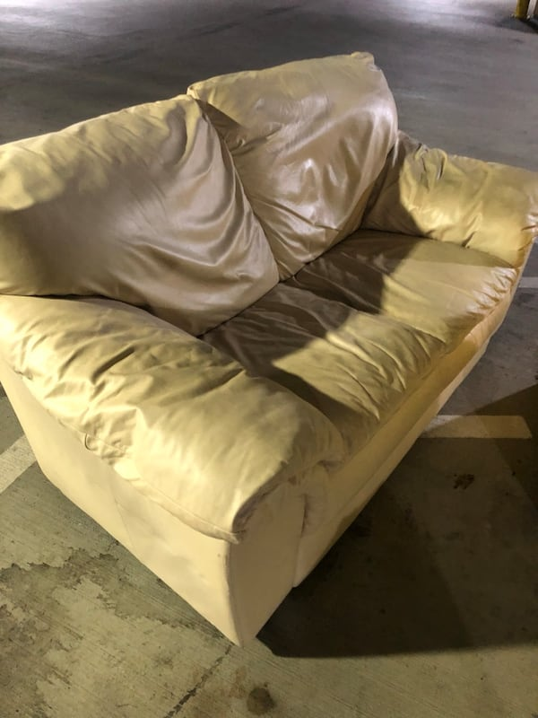 Tan leather loveseat 01105111-873c-4a04-9aa9-c091852f6392