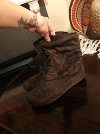 Brown boots size 9 Moore, 73160