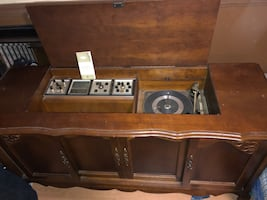 1960s Eaton Viking Record Player/Radio with instructions