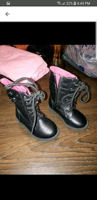 Toddler girl boots size 5 wore twice