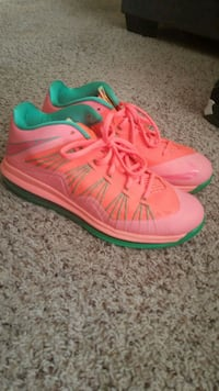 pair of pink Nike basketball shoes Plant City, 33563