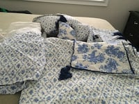 white and blue floral bed comforter null, L2H 0K8