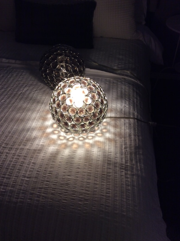 Table lamps 16f406fa-4af4-44ae-b753-09b6319839a1