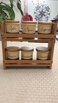 Vintage spice rack with 6 jars and lids  Hanover, 21076
