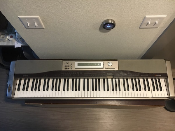 Casio PX-400R Privia Digital Piano with 88 Full-Size Keys  Includes charger  and mic