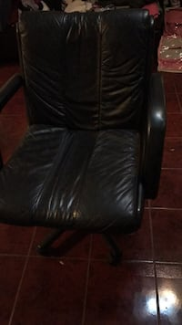 black leather padded rolling chair Whittier, 90606