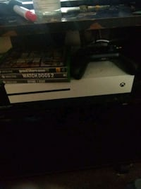 white Xbox One with controller Starr, 29684