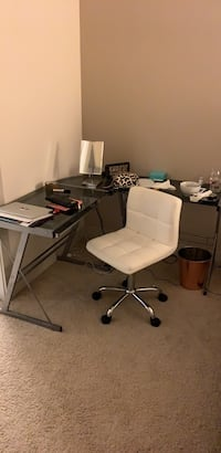 Rolling chair and desk for a total of 90  Los Angeles, 90015