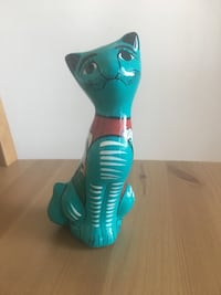 """Ceramic cat. 6"""" tall. Hand painted. Los Angeles, 91326"""