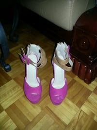 pair of pink leather open-toe heeled sandals Montréal, H1G 3Y4