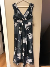 Women's summer maxi dress size 14 Calgary, T2Z 3A8