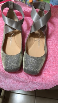 pair of gray-and-black flats Freeport, 11520