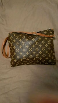 Lv Louis vuitton purse/saccoche  Montreal, H4M 2X6