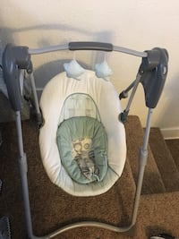 baby's white and gray swing chair Pueblo, 81004