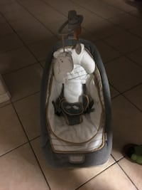 baby's white and gray bouncer Alton, 78573