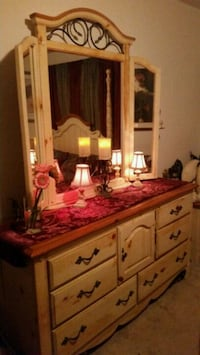 Vintage Bedroom Set-Country French Woodbridge, 22191