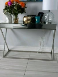 Glass foyer table  London, N5X 4N1