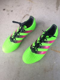 Size 8 men's soccer cleats  St. Catharines, L2S 3Z2