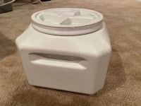 Airtight pet food storage container 20 lbs  CHARLESTOWN