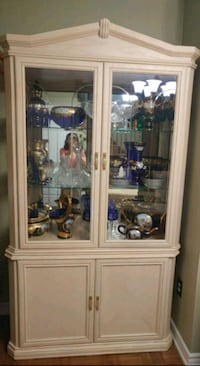 China Cabinet / Dining Hutch with glass shelves. Vaughan, L6A 0T5